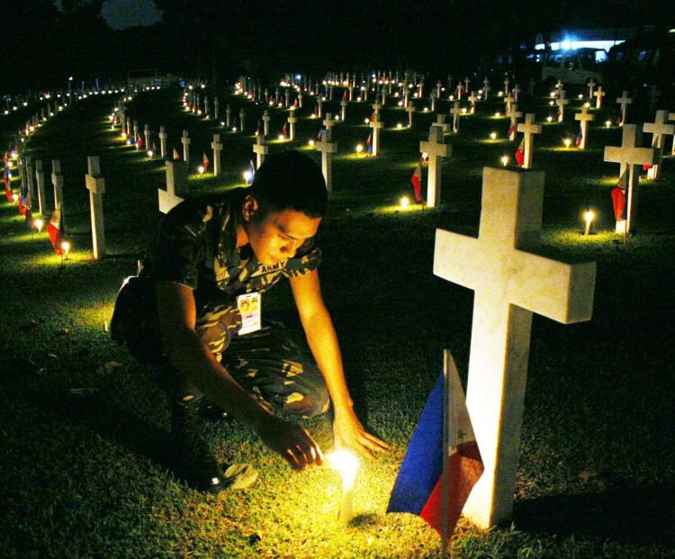Our_heroe_at_the_Libingan_ng_mga_Bayani1